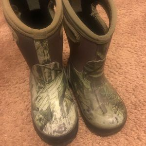 Boys muck boots